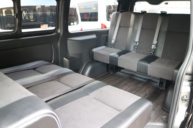 ハイエース標準ナローボディー4ナンバーのまま8人乗りIF-VR8内装施工対面ラウンジ展開