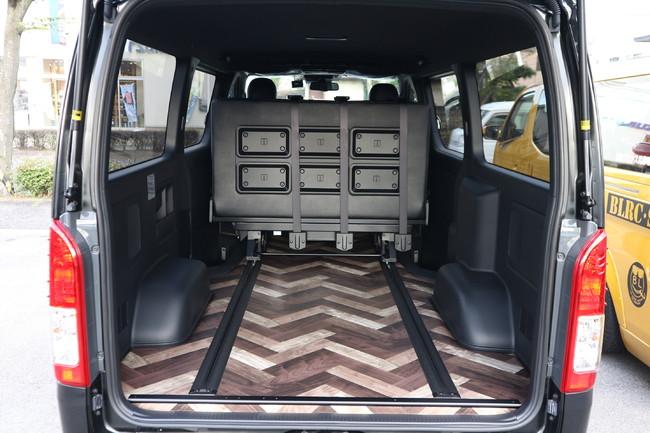 ハイエース標準ナローボディー4ナンバーのまま8人乗りIF-VR8内装施工トランスポーター展開