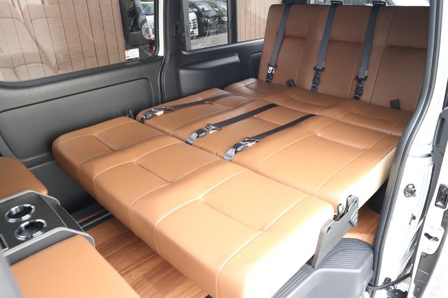 ハイエース標準ナローボディー4ナンバーのまま8人乗りIF-VR8内装施工ソファーベット展開